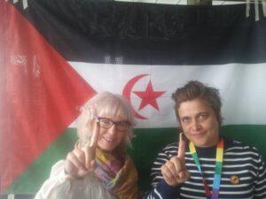 Minä ja Aino-Kaisa Pekonen Oulun puoluekokouksessa Länsi-Saharan vapautta ja itsenäisyyttä puolustavassa solidaarisuuskampanjassa.